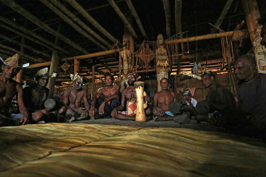 Tifa biasa digunakan dalam acara-acara seremonial dan resmi internal suku Asmat