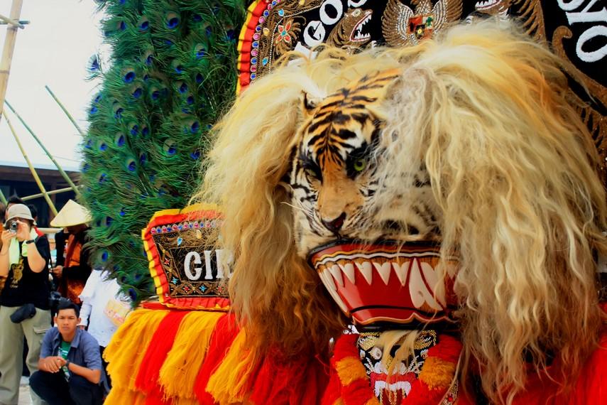 Topeng harimau dalam kesenian tradisi reog ponorogo