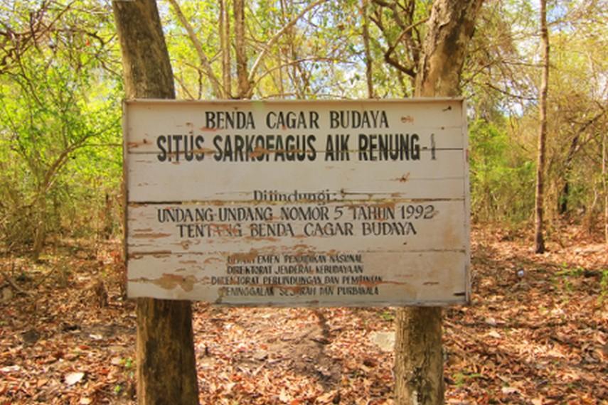 Untuk bisa mencapai situs batu ini, wisatawan memerlukan sedikitnya waktu 10 menit  untuk melakukan pendakian