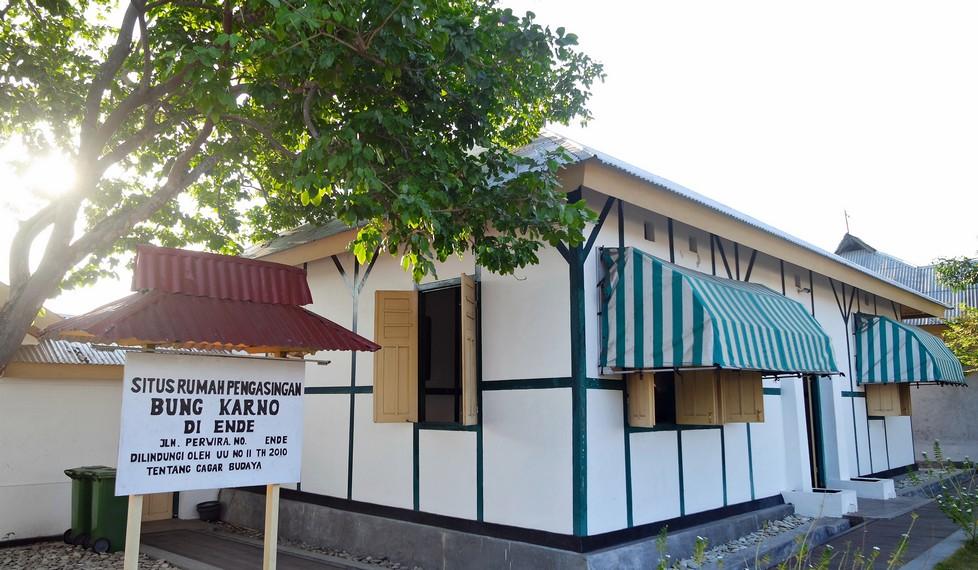 Untuk jam operasi kunjungannya, museum ini buka mulai dari pukul 08.00 pagi hingga 16.00 WITA