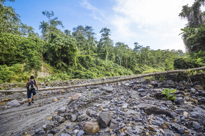 Gunung Colo Gunung Berapi Terpencil Di Teluk Tomia Indonesia Kaya