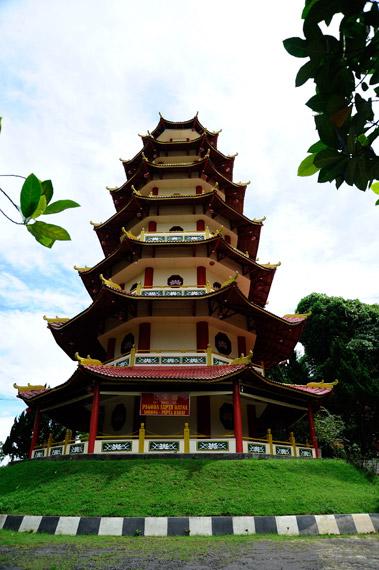 Pagoda yang merupakan bangunan utama dari Vihara Budha Jayanti