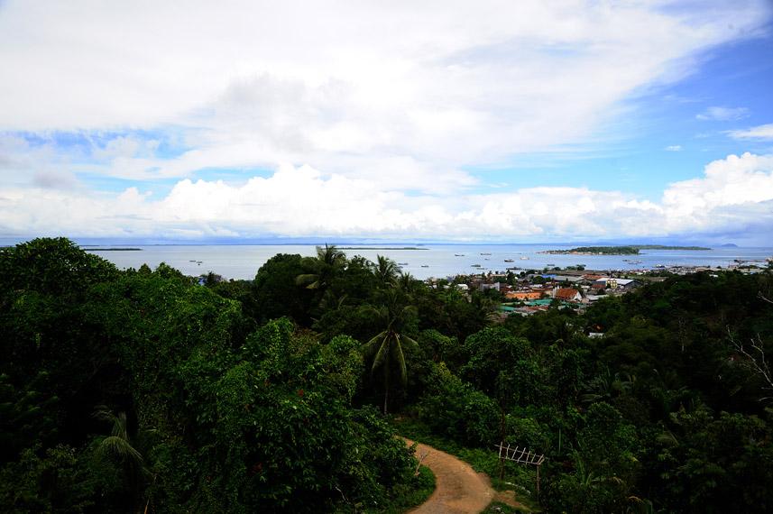 Pemandangan kota Sorong dari pelataran Vihara