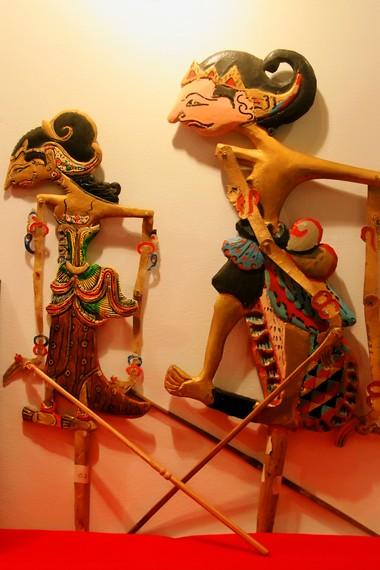 Salah satu cerita yang biasa diangkat dalam pertunjukan wayang timplong adalah mengenai Kerajaan Mataram Kuno