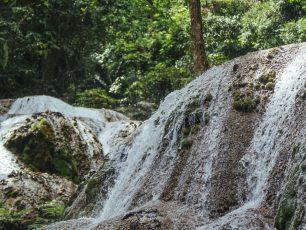Menikmati Kesegaran Air Terjun Saluopa di Kabupaten Poso