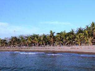 Romantisme Sunset di Pantai Akkarena, Makassar