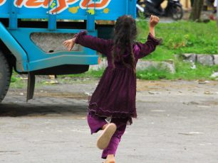 Anak-Anak Rambut Gimbal di Dieng Titipan Kyai Kolo Dete