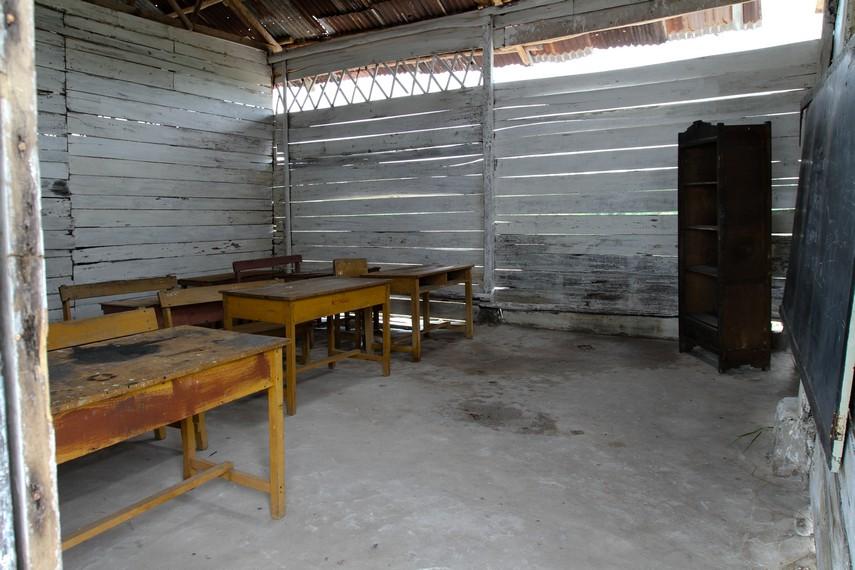 Sederhananya fasilitas belajar anak-anak SD laskar pelangi