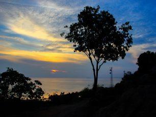 Memandangi Keindahan Karimunjawa dari atas Bukit Joko Tuwo