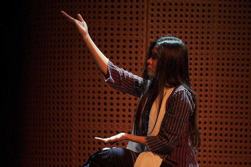 Nyeberang Batu oleh Sekar Swara : Hanindawan & Sruti Respati