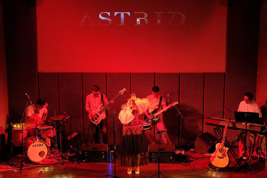 16 Tahun Ratu Cahaya oleh Astrid