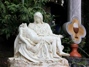 Wisata Religi di Bukit Sejuk nan Asri