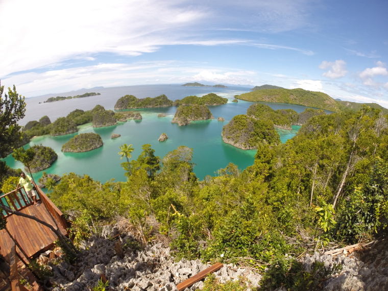 Piaynemo adalah gugusan pulau karang yang tersusun cantik di Raja Ampat