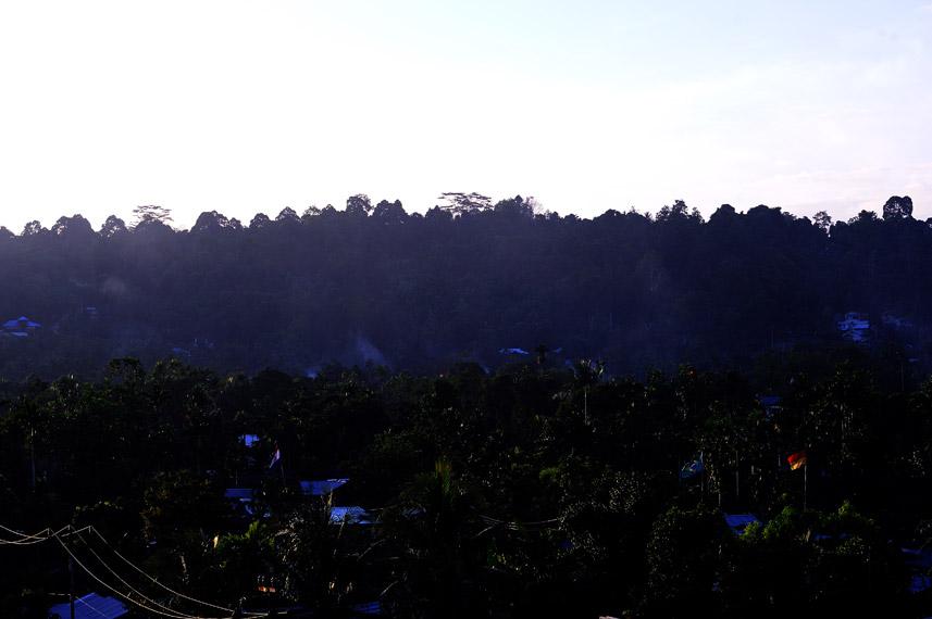 Gunung Meja adalah gunung yang puncaknya datar seperti meja yang berada di Manokwari