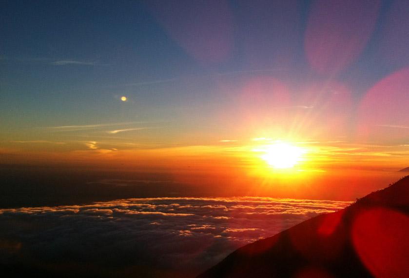 Golden Sunrise di Gunung Merbabu