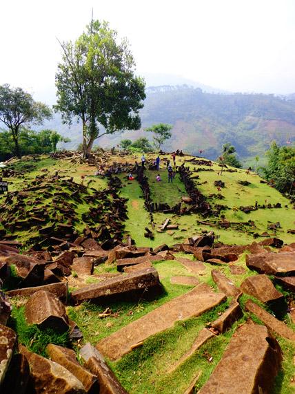 Situs Gunung Padang memiliki ketinggian 885 mdpl