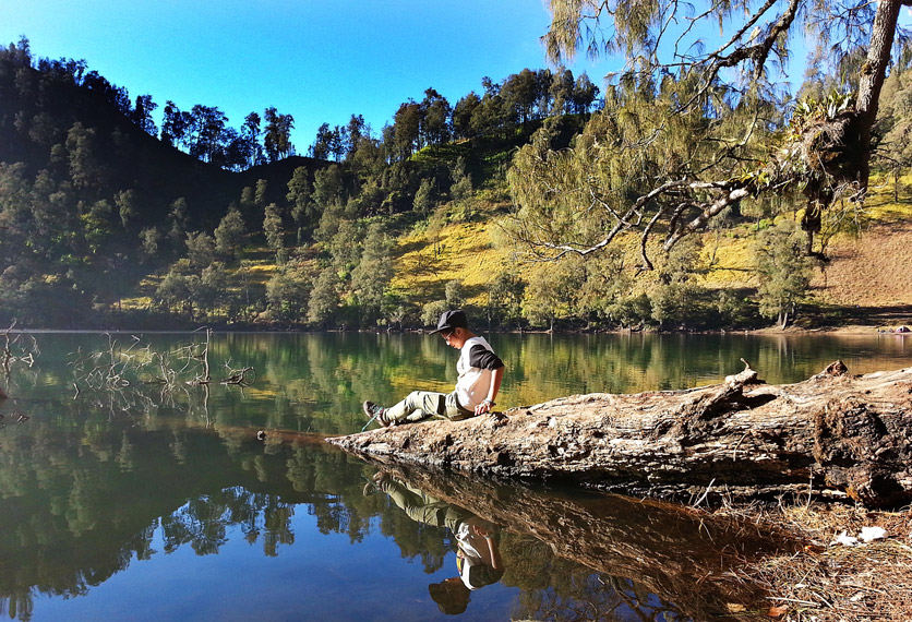Menikmati pesona keindahan dan sejuknya Danau Ranu Kumbolo
