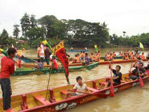 Semarak Perayaan Pehcun di Sungai Cisadane