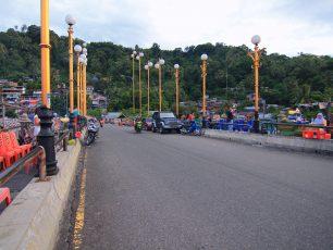 Sang Surya Tenggelam di Jembatan Siti Nurbaya