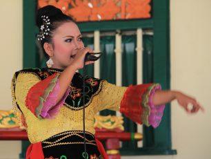 Jipeng, Seni Kolaborasi Tanji dan Topeng