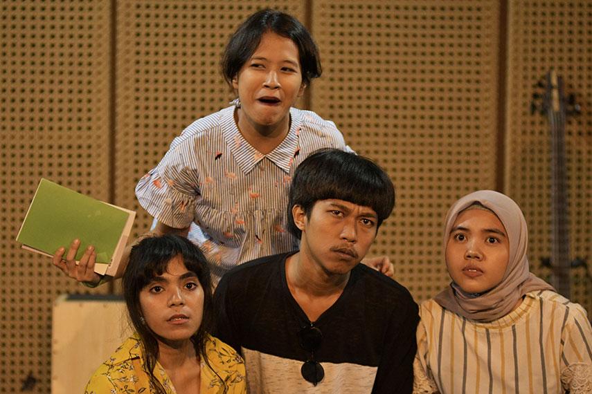 Hajat Dalam Selimut oleh Padepokan Seni Bagong Kussudiardja (PSBK)