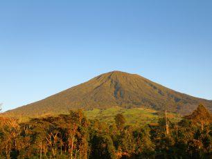 Menyaksikan Pemandangan Kaki Gunung Dempo yang Mempesona