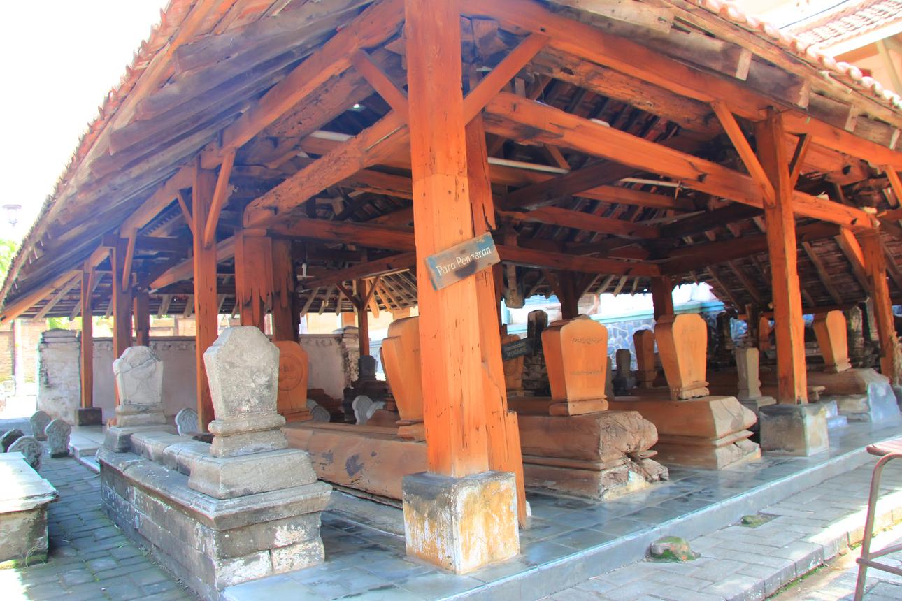 Makam para pangeran yang berada dekat dengan makam Sunan Kudus