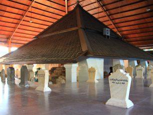 Ziarah Makam Sunan Bonang, Maestro Budaya Pencipta Tembang Tombo Ati