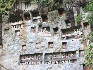 Makam Tebing Kuburan Alam Suku Toraja