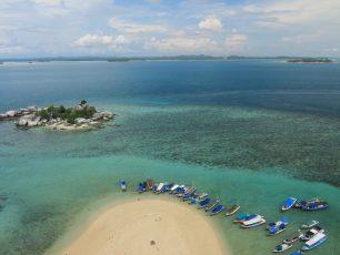 Sensasi Menaiki Mercusuar di Pulau Lengkuas