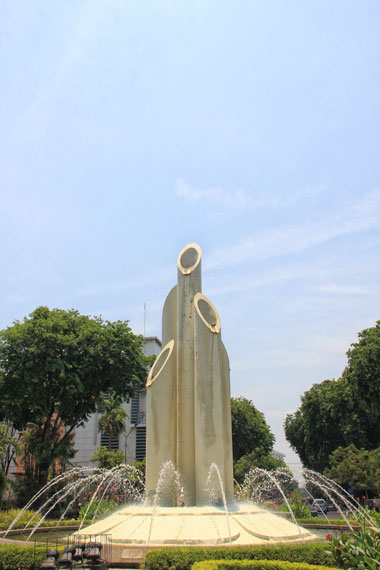 Senjata Tradisional Simbol Perjuangan di Monumen Bambu Runcing