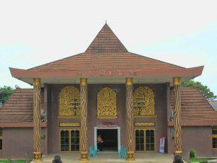 Menelusuri Sejarah Palembang di Museum Balaputera Dewa