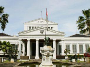 Melihat Koleksi Peninggalan Sejarah di Museum Nasional, Jakarta