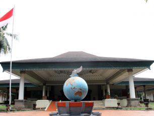 Melihat Sejarah Perangko Indonesia di Museum Perangko