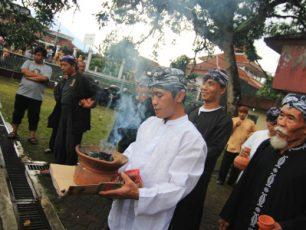 Menyatukan Tujuh Mata Air Suci dalam Ritual Ngala Cai Kukulu