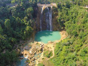 Mengagumi Keindahan Air Terjun Nglirip di Tuban