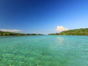 Menikmati Keteduhan Alam di Tepi Nusa Lembongan