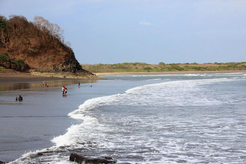 Selain memiliki panorama pemandangan alam yang indah, Pantai Grajagan juga mempunyai ombak besar