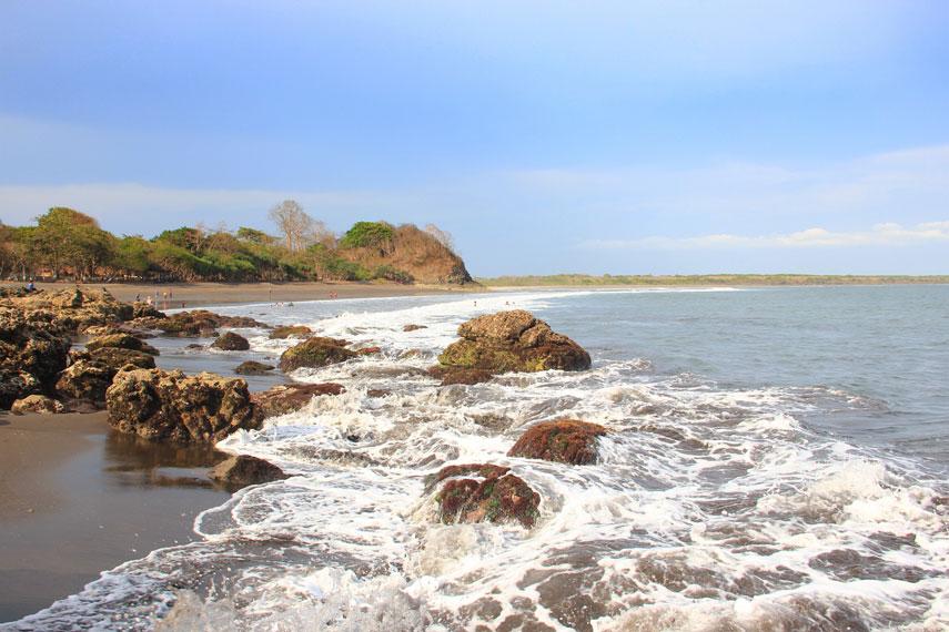 Karakteristik unik dari Pantai Grajagan adalah memiliki garis pantai yang panjang