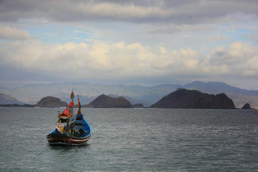 Menuju lokasi pantai dari Alun-Alun Kota Jember berjarak sekitar 34 km, atau bisa ditempuh selama sekitar 1 jam perjalanan darat