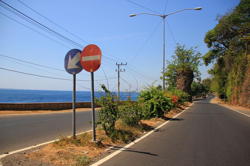 Pantai Watu Dodol kerap dianggap sebagai gerbang masuk menuju Kabupaten Banyuwangi