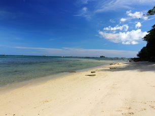 Merasakan Nuansa Tenang di Pantai Bukit Berahu