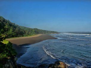 Menghayati Kesetiaan Cinta di Pantai Karang Nini
