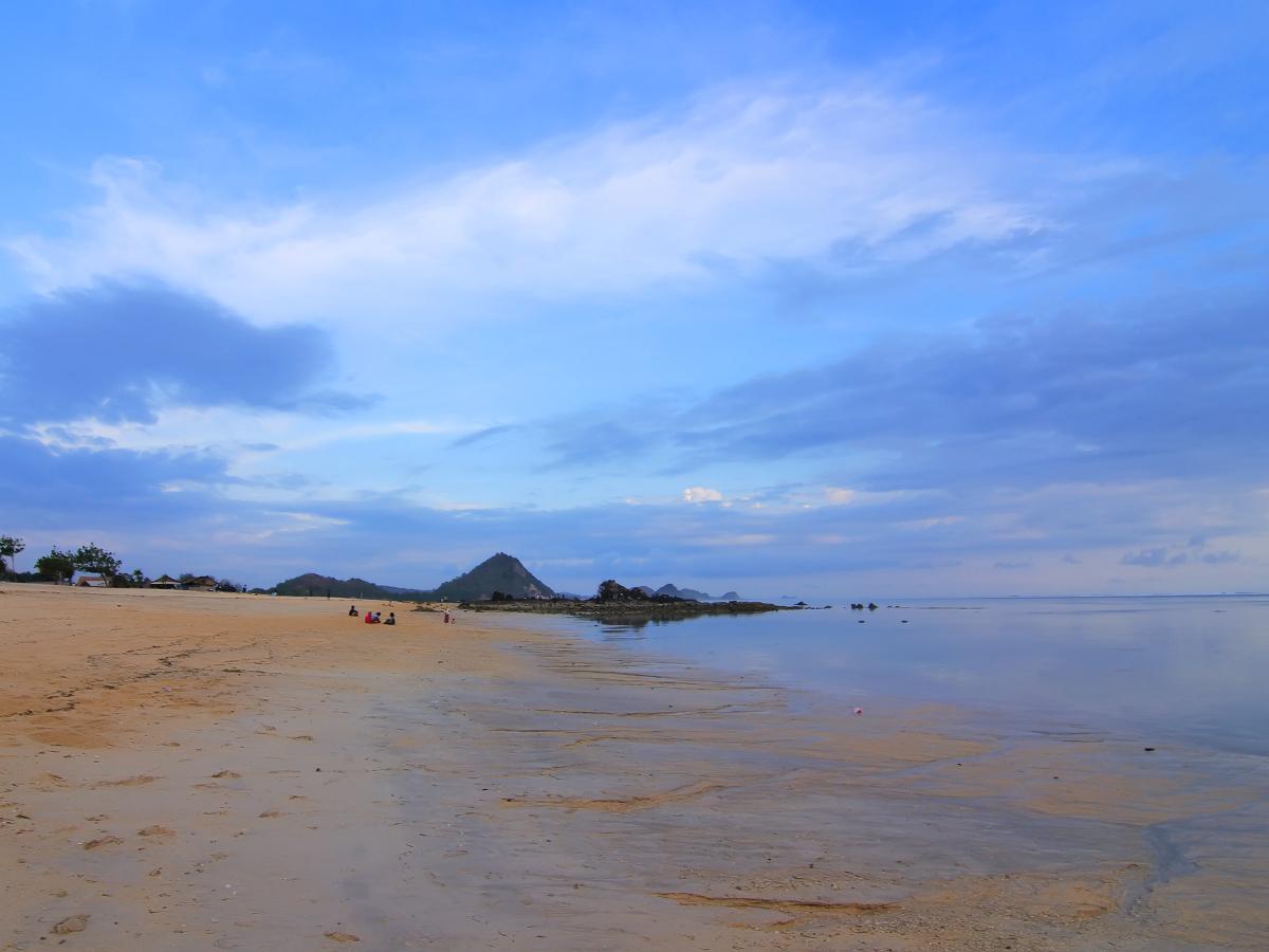 pantai_kuta_lombok_1200.jpg