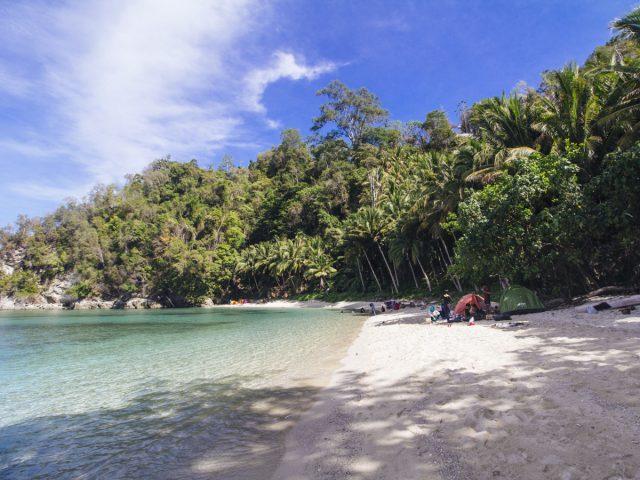 Berkemah di Pantai Labuana
