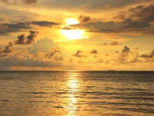 Tenggelamnya Sang Surya di Pantai Padang