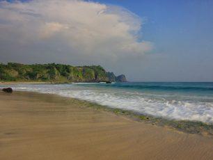Memandang Luasnya Pantai Pasir Panjang, Pulau Sangiang