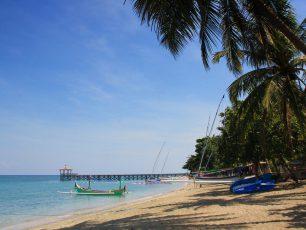 Menyusuri Pantai Pasir Putih Situbondo