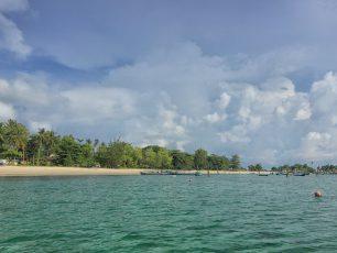 Menikmati Matahari Terbit di Pantai Tanjung Kelayang