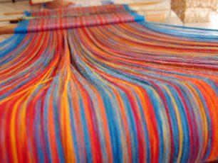Paramba, Kain Khas Toraja dengan Warna-Warna Cerah